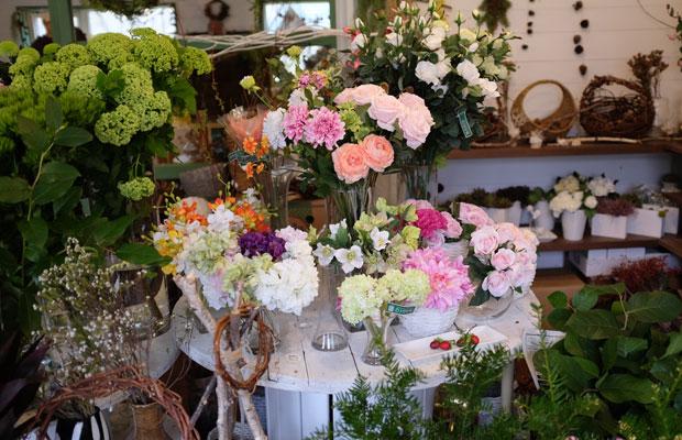中川さんのサロンがある山荘の1階には〈Kangaroo Factory〉という花屋さんのアトリエ兼ショップも。