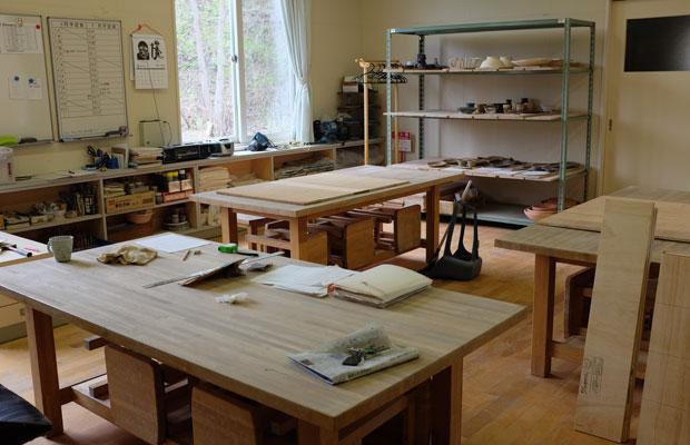 〈栗沢工芸館〉。予約をすれば、誰でも気軽に陶芸制作を楽しめる。設備も充実している。
