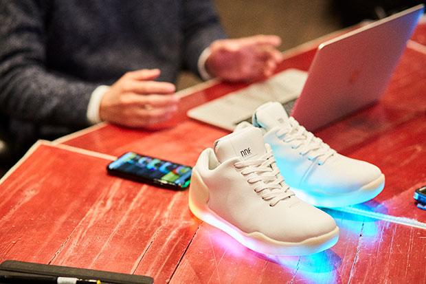 スマートフォンアプリと連動させて、光と音を自由にカスタマイズできる。