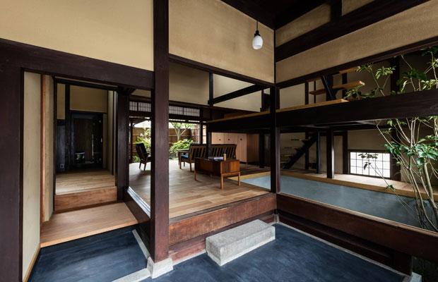 京都・西本願寺からほど近い住宅街にある京町家を改修した宿泊施設〈つきひの家〉。〈Viajes〉が立ち上げから関わり、現在も運営を行っている。(写真提供:Viajes Inc.)
