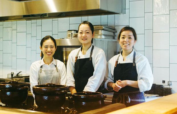 〈朝食 喜心 Kamakura〉のスタッフのみなさん。鹿児島県出身の料理長・上野綾加さん(写真中央)は、お店のオープンを機に鎌倉に越してきたという。