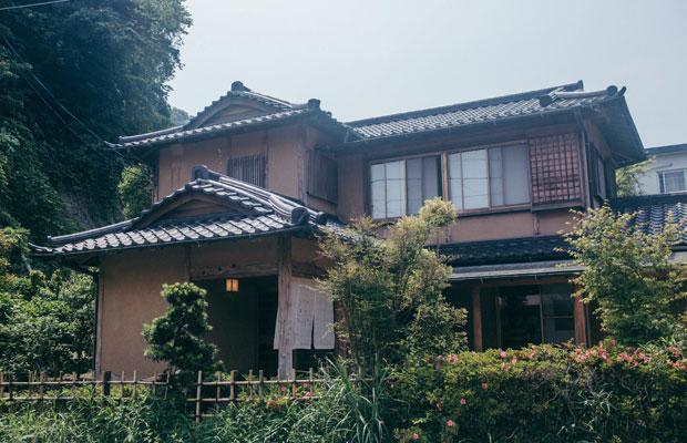 風情ある〈朝食 喜心 Kamakura〉の日本家屋は、もともと老舗の鰻屋として地元の人たちによく知られていた。