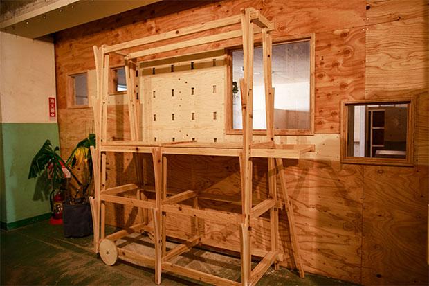 〈ヴィルド〉の工房は川崎にあるシェアオフィス〈UNICO〉にある。内部の木製品のほとんどは〈ヴィルド〉製作によるもの。