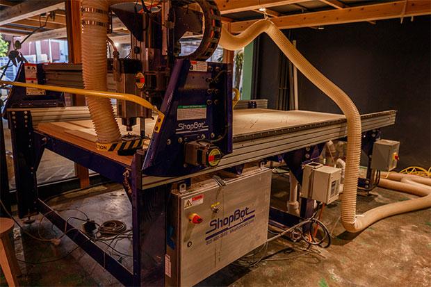 アメリカ〈ショップボット〉社製の木材切削加工機。