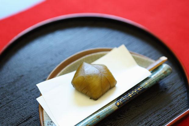 発売から70年超の、長く愛される一関銘菓〈田むらの梅〉。
