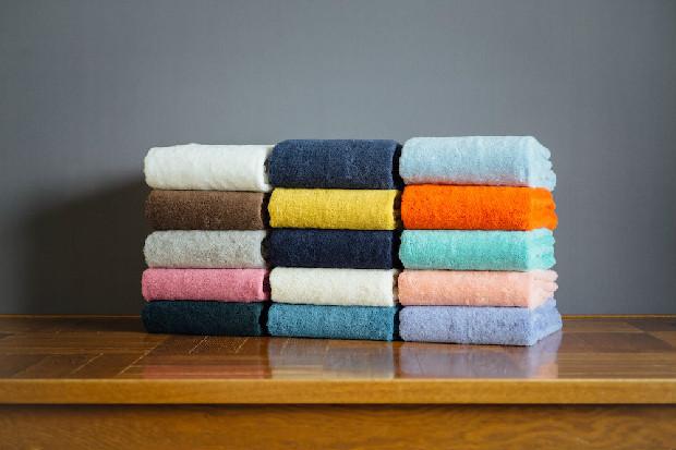 贈り物にも最適な上質なタオルが並ぶ