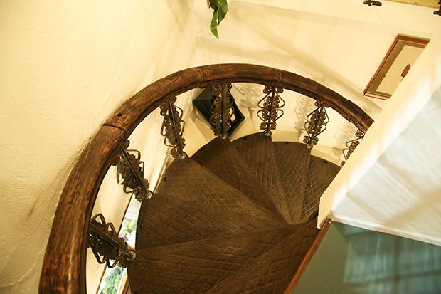 螺旋階段はイギリスの骨董市で購入したものだとか