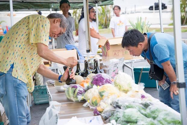 瀬長島 海風朝市には地元の生産者さんやレストラン、作家の方などが出店