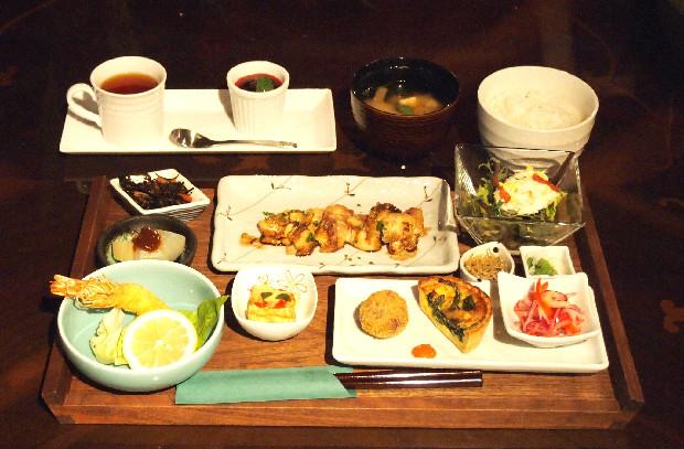 倉橋島近海でとれる魚や野菜を使ったメニューが人気