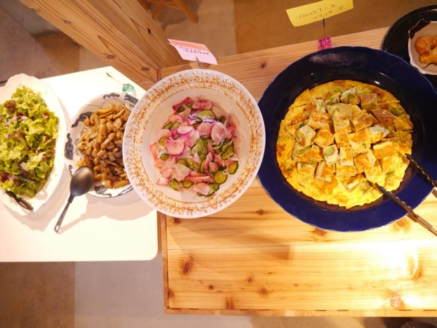MINDEキッチンに並ぶ数々の料理