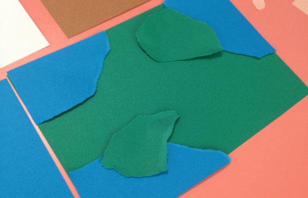 「こんなふうにつくってみたら?」。駒形さんがその場で紙を切ってサンプルをつくってくれた。紙はハサミでカットせず手でちぎって。