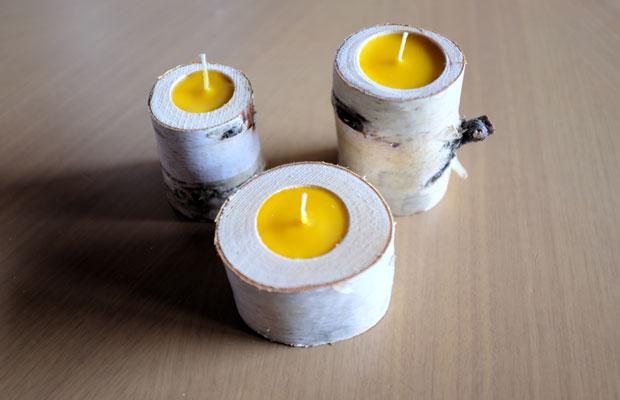 昨年〈みる・とーぶ〉のメンバーがつくって好評だったのが、地域の果樹園で採れたハチミツの蜜蝋をつかったキャンドル。今年はシラカバの木をくり貫いて、そこに蜜蝋をつめた新商品を制作中。