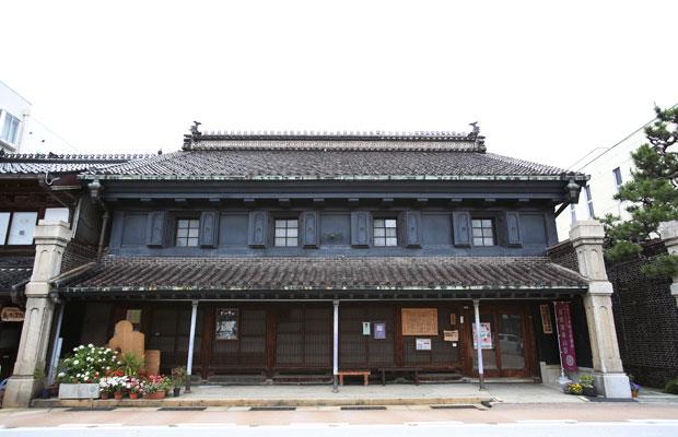 山町ヴァレーの近所で、山町筋にある菅野さんの自宅。国の重要文化財として一部を開放している。