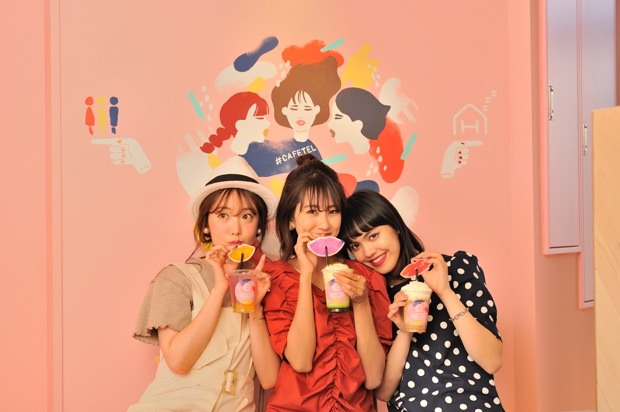 """女子3人を表現したオリジナルキャラクター""""三嬢さん""""のウォールアート。"""