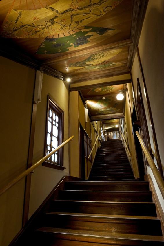 7つの部屋を結ぶ「百段階段」