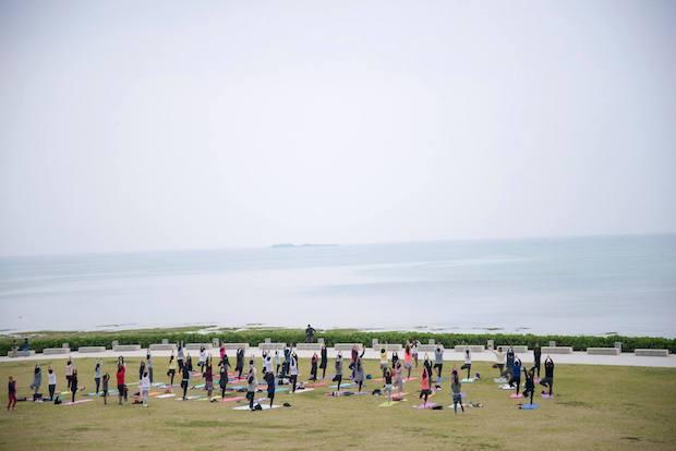 海風朝市では朝8時からは玉城類さんによる「朝ヨガ」イベントも