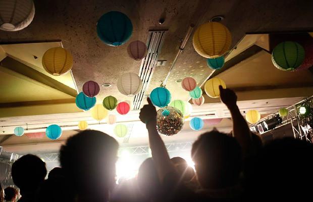 旅館内の宴会場や会議場、ナイトクラブなどにステージが設けられます。