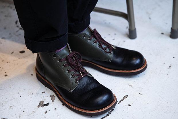 石丸さんの足元にはもちろん、自作の靴。