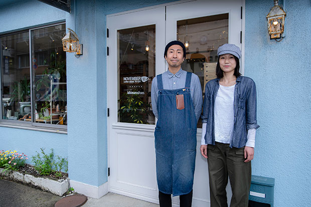 石丸さんご夫婦。三条市出身の加奈子さんにとっても、新潟市での暮らしは新鮮なよう。