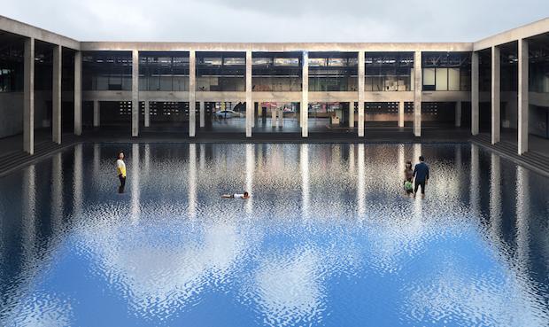レアンドロ・エルリッヒ『Palimpsest:空の池』(作品イメージ)。「Palimpsest」とは文字を上書きした羊皮紙の写本のことを表す言葉だそう。