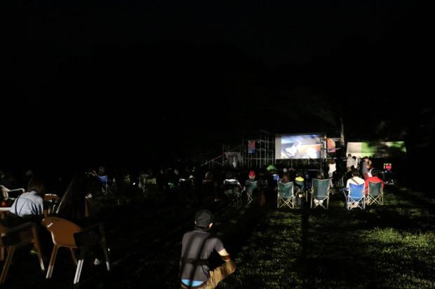 富士 湖畔の映画祭、夜はこんな感じに