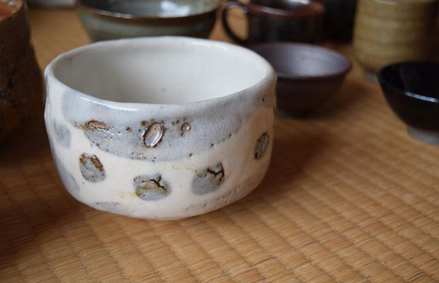 展示の目玉のひとつになるのは、上美流渡地区で窯を開いていた、故・塚本竜玄さんの茶碗。昨年も好評で、今年は種類を増やすことにした。