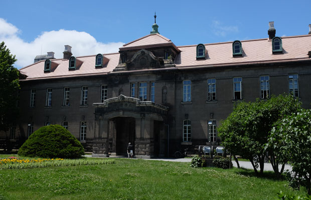 札幌市資料館は1926年に札幌控訴院として建設。札幌軟石が使われた貴重な建物で、2018年に札幌市有形文化財に指定された。