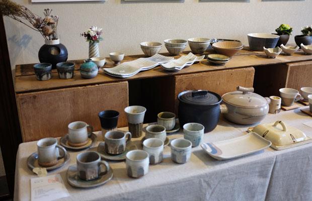 昨年より陶芸作品の数を増やし、それぞれの作品が見やすいように展示した。