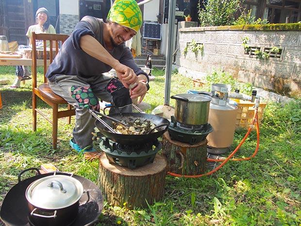 料理人が住んでいるので、本格的な調理道具もシェア!
