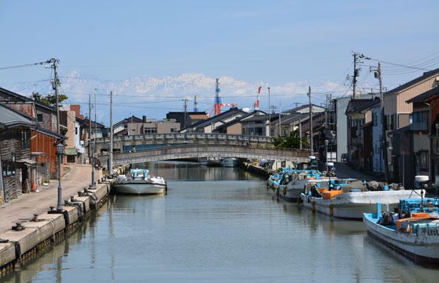 射水市新湊内川地区の風景。初めて見たときは「ウオォ」と思わず、声をあげてしまいました。