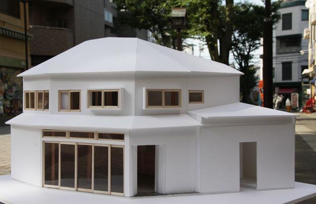 建築模型。あまりにも状態が悪かったのか、当時、建築家の濱田修さんは「この建物を本当にリノベするの?」と半信半疑だったそうです。