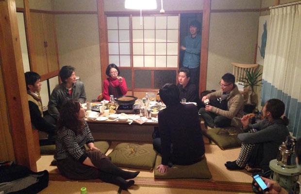 完成した桃山ノイエにて食事会を開催。桃山ノイエは現在もbluetoが物件の管理を行なっています。