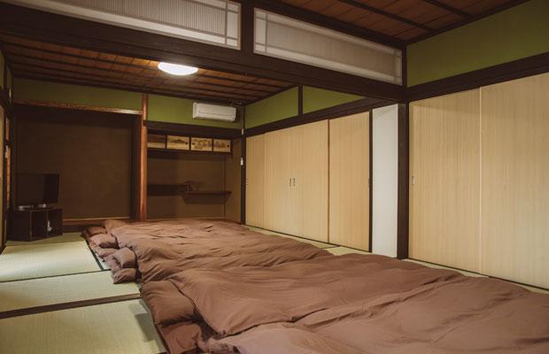 2階の和室は宿泊施設としても利用できる。ワークショップや講演会の開催も。