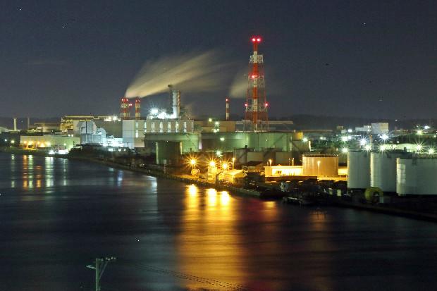 八戸市、夜の工業地帯。