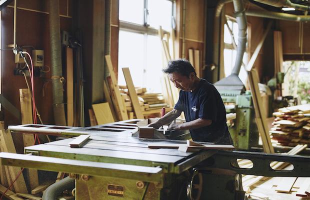 自社の木工場での製造の様子