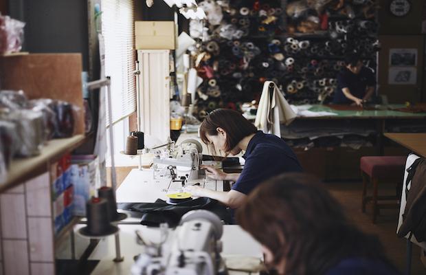 自社工場での縫製の様子