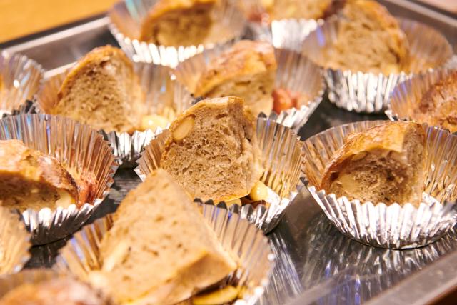 小池氏のパンには中条で採れた豆のピクルスが添えられていた。