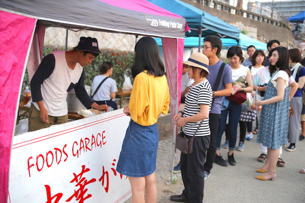 岡山市北区本町〈池田促成青果〉さん。大行列の中華粥は朝食に最適。