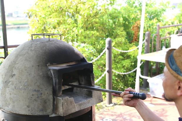 自家製天然酵母の石窯ピッツァで有名な、瀬戸内市牛窓の〈MUNCH'S Pizzeria〉さん。この日も行列の絶える瞬間がなかった人気店。