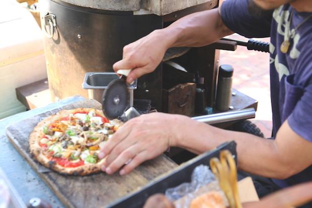 サクッとした軽い食感の生地はおよそ1分ほどで焼きあがる。