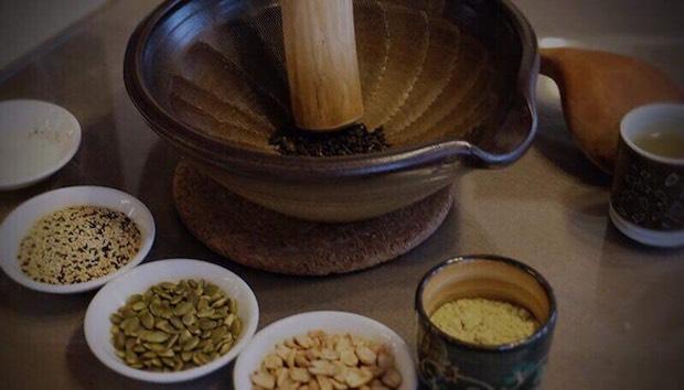 客家という民族に1,800年伝わる伝統の穀物茶、客家擂茶の日本唯一の専門店〈客家擂茶 はっかれいちゃ〉。