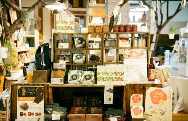 FARM8が手がけた加工食品の数々。贈り物用に購入する人も多いのだとか。