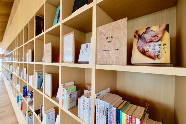 1,000冊規模のミニライブラリ