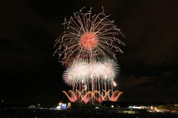 今年のテーマは「花火に包まれる、音楽に抱かれる」