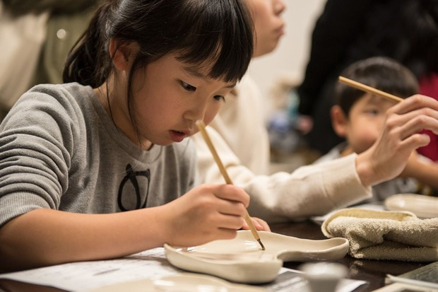 金工や漆芸、染色など伝統工芸を体験できるプログラム