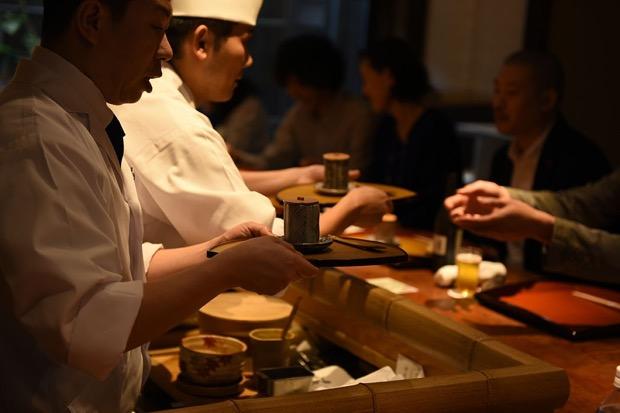 工芸作家と料理人がコラボレーションする「趣膳食彩」の様子
