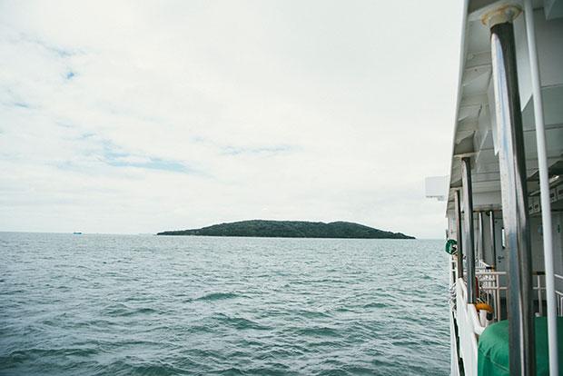 西海国立公園に指定されている大小208の島しょ群「九十九島(くじゅうくしま)」の中で、最も大きな島である黒島。豊かな自然に恵まれ、樹木に黒々と覆われた姿から「黒島」の名になったという説も。