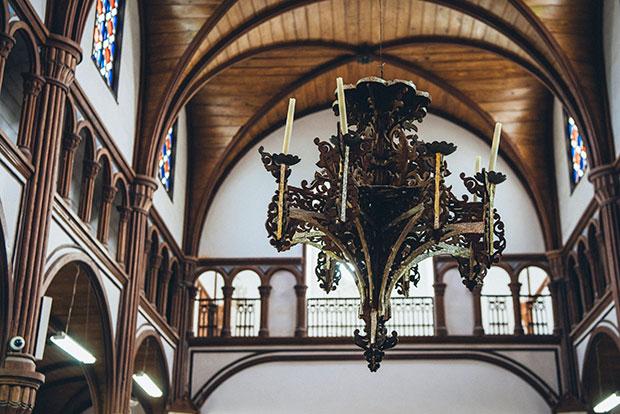 手先が器用だったといわれるマルマン神父。天主堂の説教壇やシャンデリア、洗礼台などの彫刻は神父自らの手によるもの。