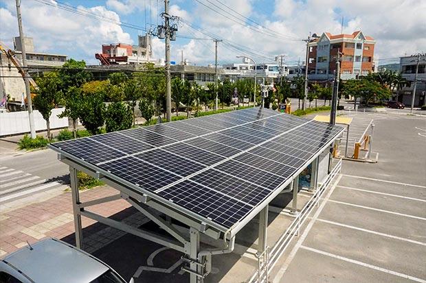 ステーションの上には太陽光パネルが。これで電気に変えるのか。