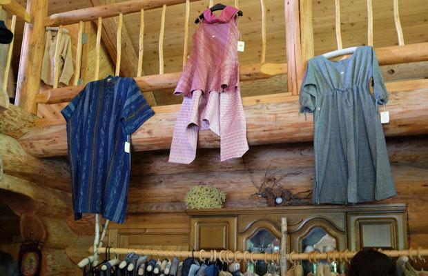 細身のタイプから幅のあるものまで、さまざまな体型の人が着られるようにつくられている。